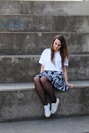 nike t-shirt - second hand skirt