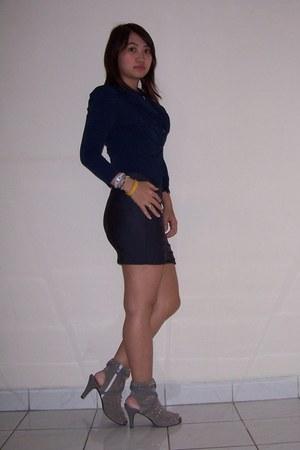 charcoal gray shoes - navy blazer - dark gray skirt