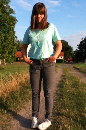 light blue t-shirt - white shoes - heather gray jeans - aquamarine bracelet