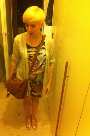 Zara dress - H&M bag - Zara cardigan - H&M belt - Zara flats