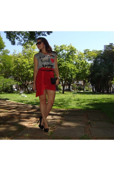 red skirt - black shoes - heather gray t-shirt