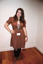 burnt orange v-neck Zara dress - black acid wash Insight leggings - gold Pepe Je