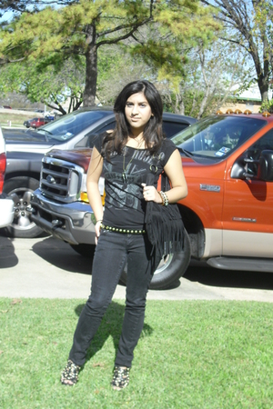 black Guns and Roses shirt - black Forever 21 purse - black BDG jeans - black Fo