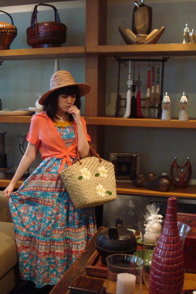random brand shirt - Forever 21 necklace - Balinese hat - random brand purse - r