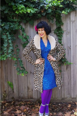 Old Myer coat - Vintage etsy dress - Old Myer tights - Sale Wittner heels