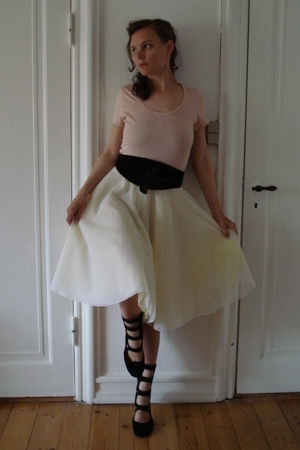Topshop t-shirt - Made by my friend skirt - H&M belt - Ganni shoes