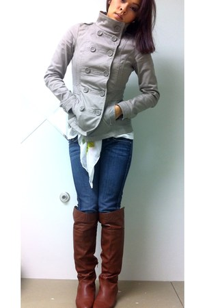 gray vest - brown boots