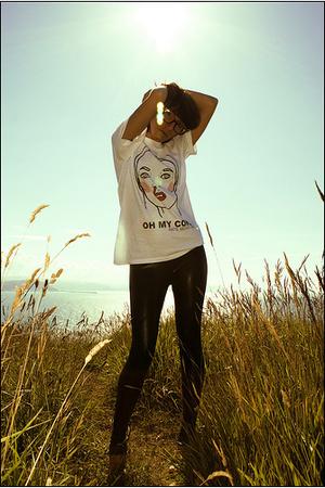 t-shirt - pants