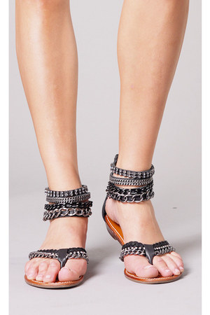 black leather  chains ziginy sandals