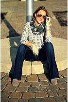 olive green Nani Originals scarf - silver Gap shirt