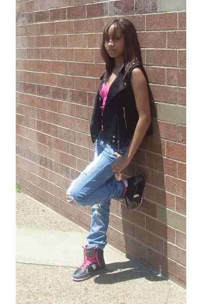 33e386f6481 black vest - pink shirt - blue jeans - black Punkrose shoes - black necklace