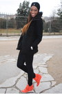 Black-faux-fur-coat-coat-carrot-orange-sneakers-ash-sneakers