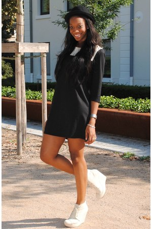 black dress - black hat - cream Compenses Africa wedges