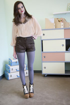 charcoal gray modcloth tights - dark brown modcloth shorts - peach modcloth top