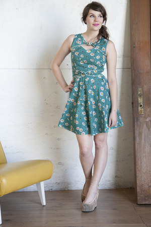 nude modcloth wedges - teal modcloth dress