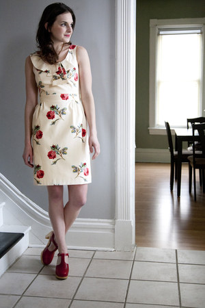 ivory modcloth dress - ruby red swedish hasbeen modcloth clogs