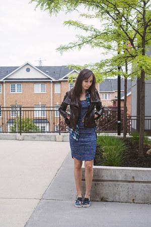blue bodycon f21 dress - dark brown leather biker danier leather jacket