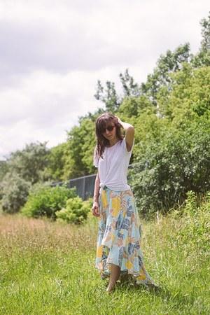 aquamarine ruffled Lokoa skirt - white unknown shirt