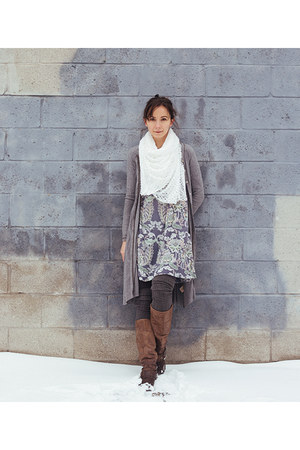 white infinity handmade scarf - brown riding Aldo boots