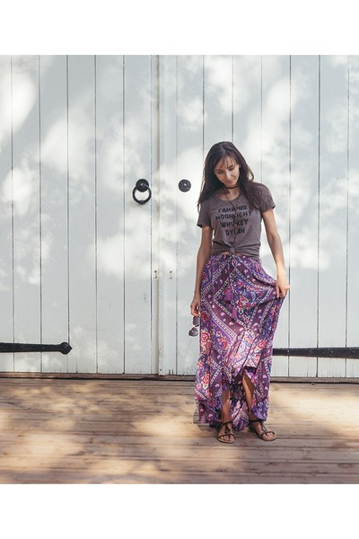 deep purple maxi skirt mahiya skirt - dark brown graphic tee skyline fever shirt