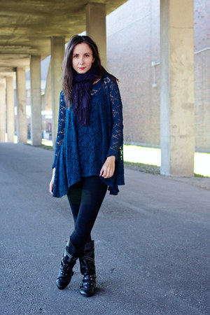 navy trapeze Audrey shirt - black cotton H&M leggings