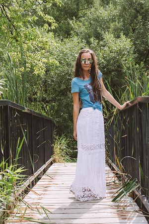 white maxi skirt Anthropologie skirt - sky blue graphic tee unknown shirt