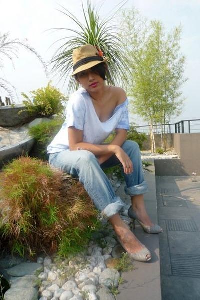 blue shirt - blue Levis Vintage Collection jeans - gray Zara shoes - beige acces