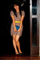 yellow Bayo belt - green stella luna shoes - beige Bayo dress - blue accessories