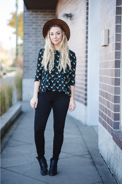 navy Sugarhill blouse - forest green BDG jeans