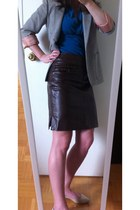 dark brown leather skirt - heather gray blazer - neutral patent pointed flats