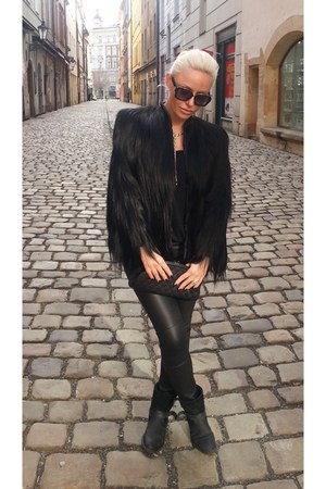 Vintage gorilla fur coat - Mango boots - Chanel bag - Louis Vuitton sunglasses