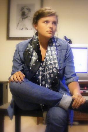 Zara jeans - Zara shirt - Louis Vuitton scarf - Primark boots