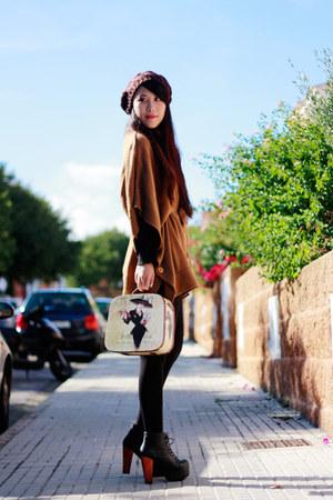 tawny Stradivarius cape - black Jeffrey Campbell heels