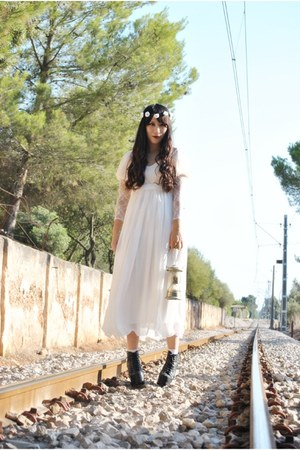 white Mumu Home dress - black Jeffrey Campbell boots