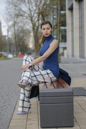 navy wool Zara coat - white loose Zara pants - navy turtleneck Stradivarius top
