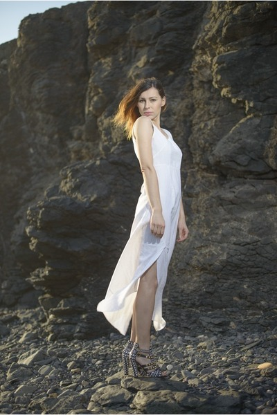 white linen no name dress - black studded Zara sandals