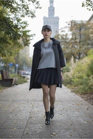 heather gray neoprene reserved sweatshirt - black zipper Zara boots
