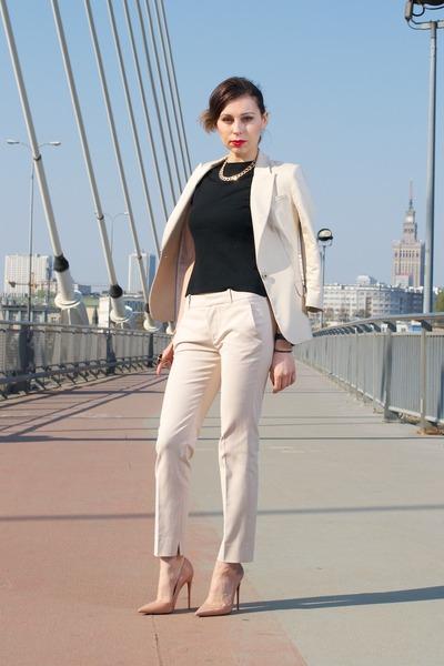 beige-zara-suit-tan-so-kate-christian-louboutin-heels-black-second-hand-top_400.jpg