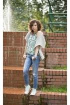 violet boyfrien Zara jeans - green flora OASAP top - silver woolen Kapp Ahl vest