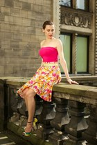yellow pleated skirt second hand skirt - hot pink tank top Atmosphere top