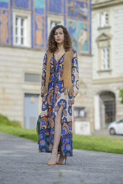 teal bucket bag Zara bag - blue floral print H&M dress - eggshell Zara heels