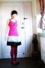 Pink-top-black-skirt-pink-leggings-black-shoes