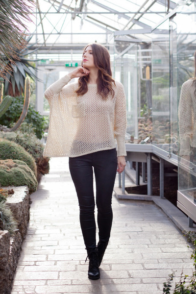 nude cable knit awwdore shirt - dark gray vintage Chicwish boots