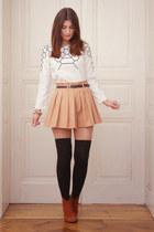 white print awwdore shirt - beige relaxed Chicwish shorts