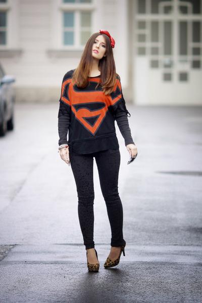 light brown leopard H&M heels - black leopard print Zara jeans