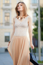 beige pleated skirt Zara skirt - brown leather vintage bag