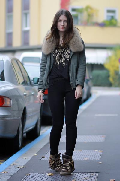 teal faux fur Chicwish jacket - gold cotton Zara shirt