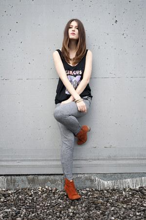 burnt orange suede humanic boots - black prints Religion shirt