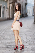 neutral lace H&M top - brick red leather bag Mango bag
