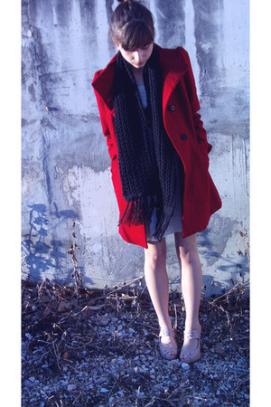 beige cotton Zara dress - red polyester Bershka coat - black knitted H&M scarf